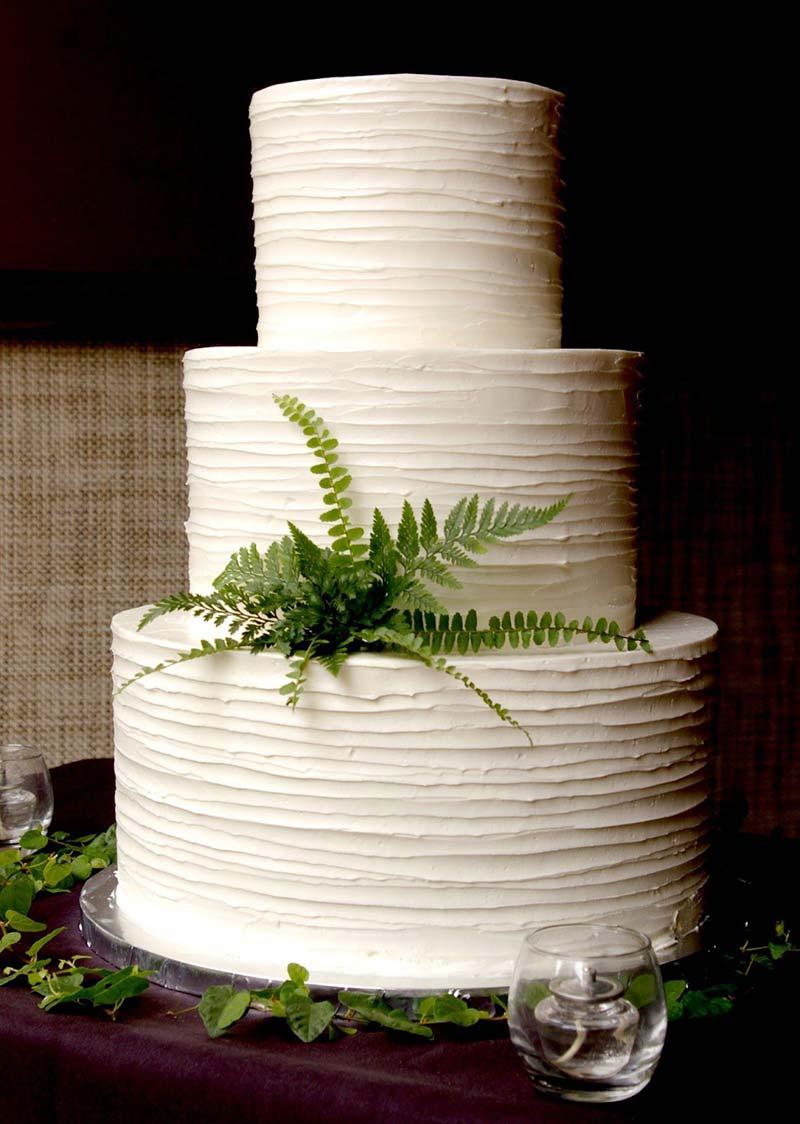 wedding cake minimal